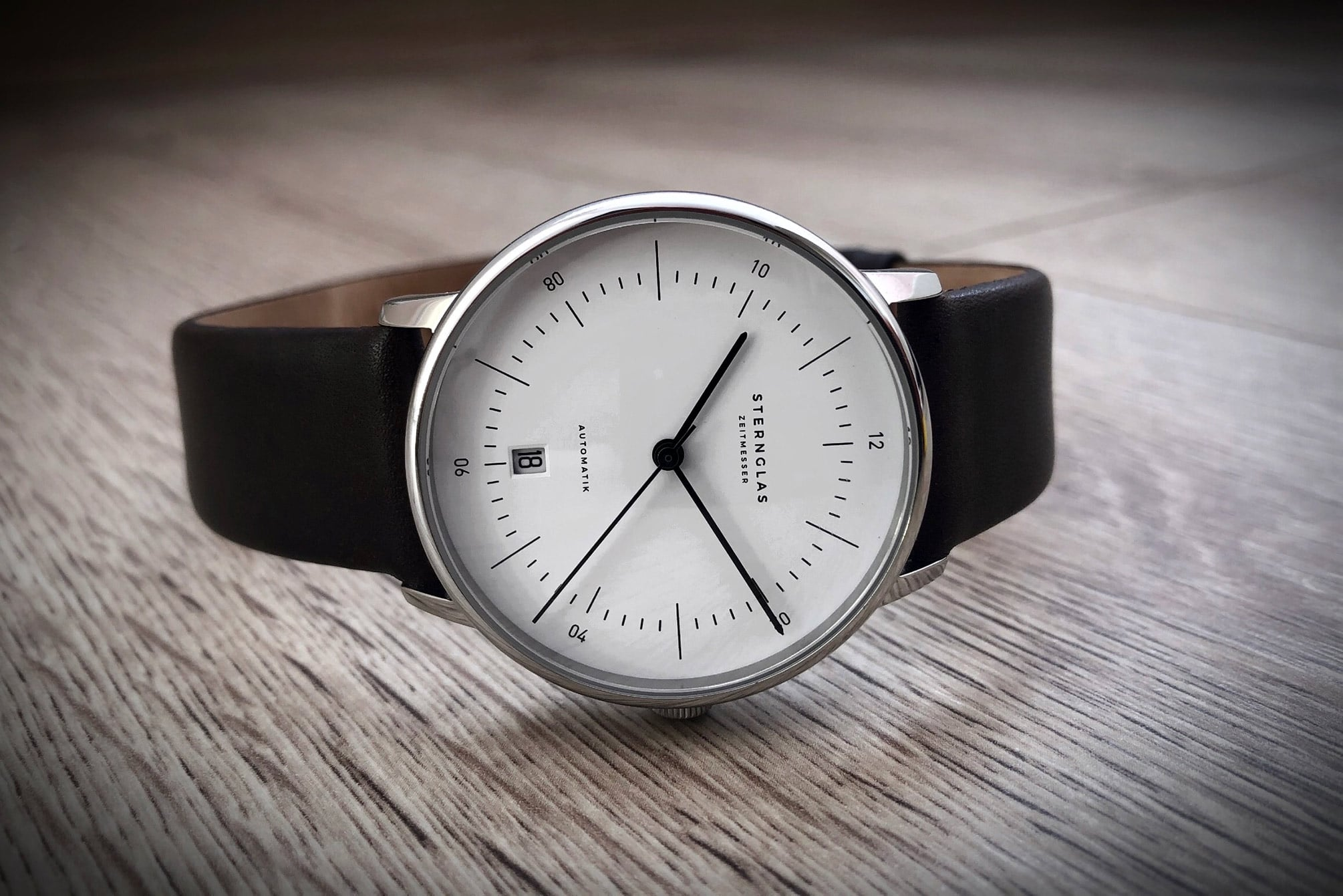 Sternglas Naos Automatic on table